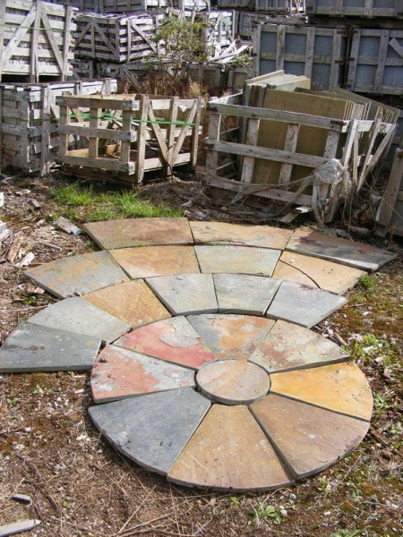 Slate circles wells reclamation - Using stone in rustic gardens elegance and drama ...