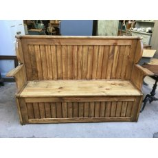 Polished Pine Settle