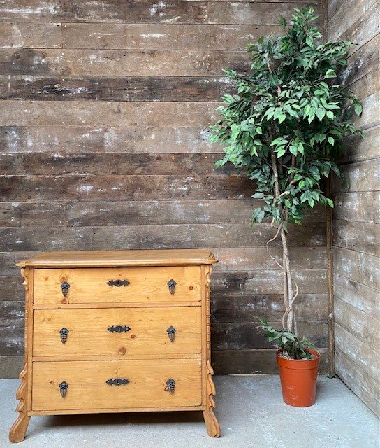 Vintage regency style Pine chest of drawers